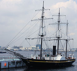 250px-Kankō_Maru_in_yokohama_japan_side.jpg